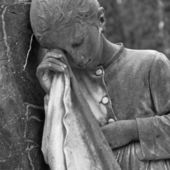 depositphotos_21987137-weeping-girl--cemetery-statue-Italy
