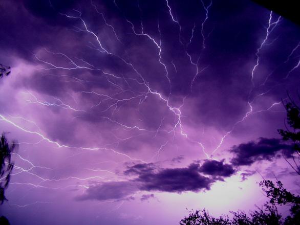 lightning-1520877