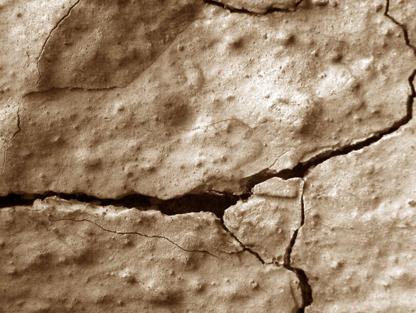 crack-on-wall-1157130