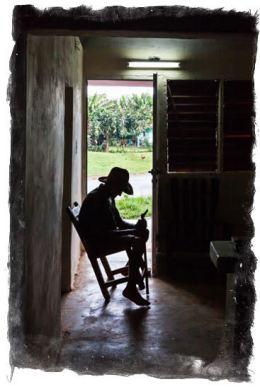 En av brødrene til Miguel Nuñez slapper av hjemme hos seg selv
